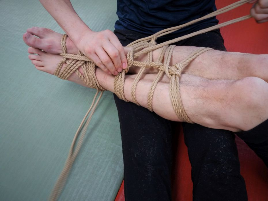 Bondage-Shiatsu Beine fesseln